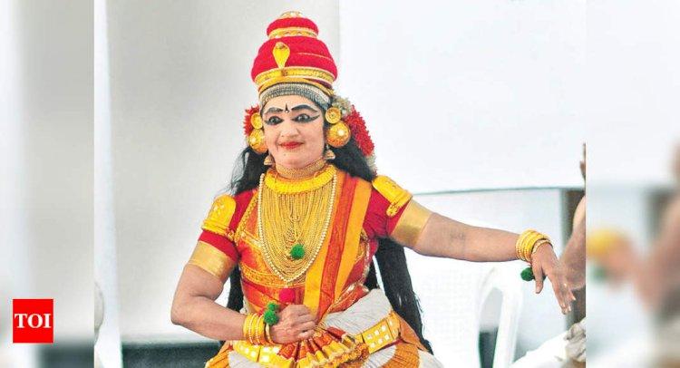 Natya Rasa on Koodiyattam enthrals audience