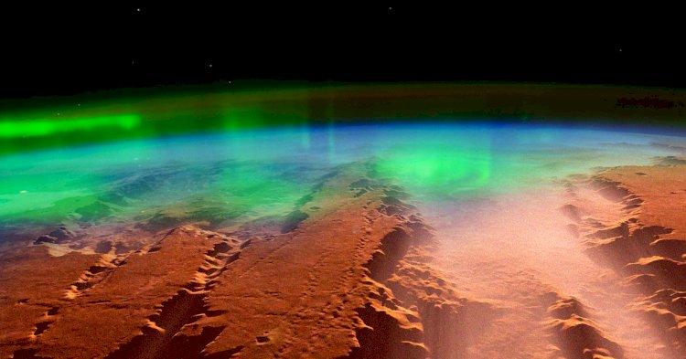 UAE's Hope spacecraft snaps Mars' glowing auroras